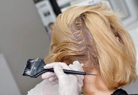 Можно ли во время беременности красить волосы